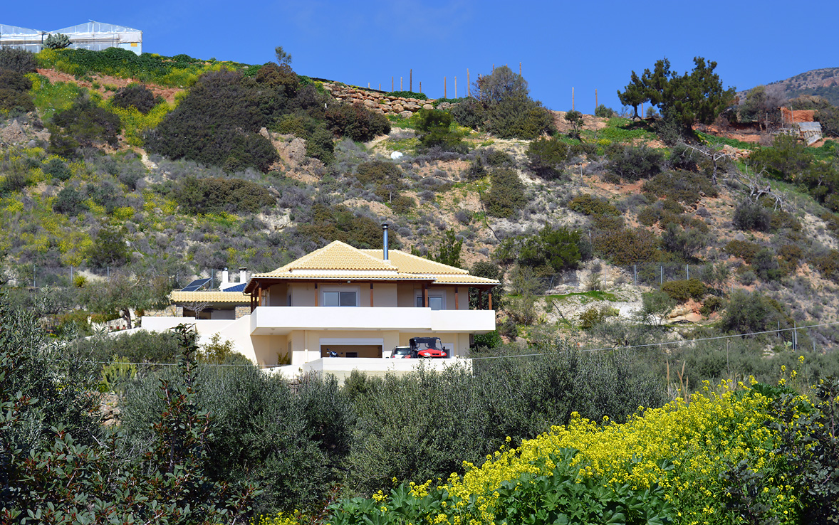 A Large Property in Aspros Potamos